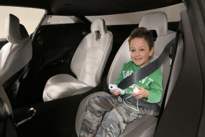 kia backseat driver 1 April grappen van auto giganten